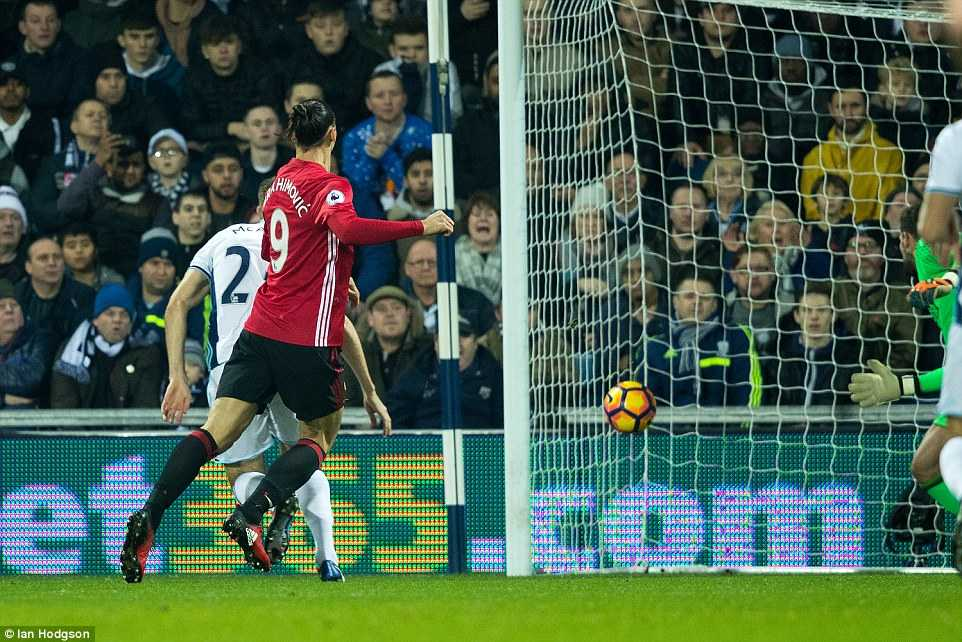 Ibrahimovic lap cu dup, Manchester United thang de West Brom hinh anh 2