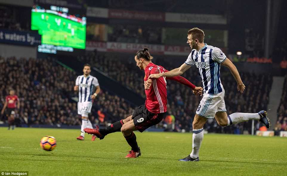 Ibrahimovic lap cu dup, Manchester United thang de West Brom hinh anh 3