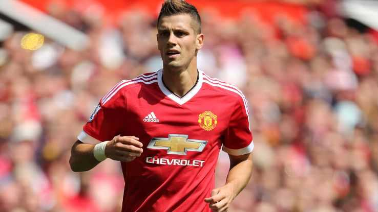 Manchester United: Chia tay Schneiderlin, ngong tin Ibrahimovic hinh anh 1