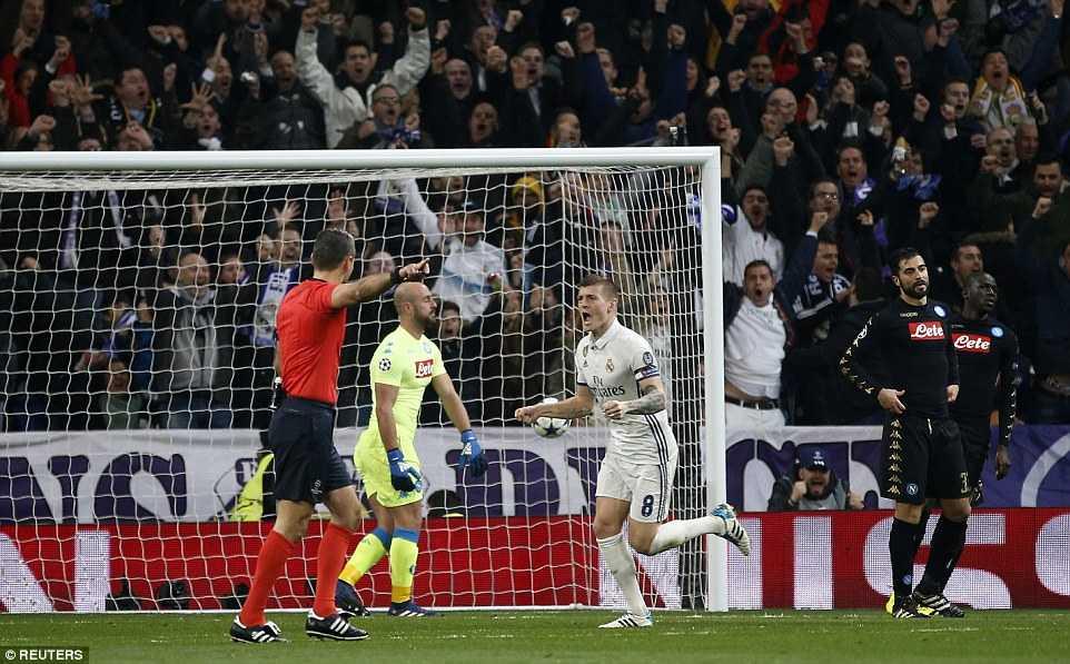 Ket qua Champions League: Ghi ban dep mat, Real nguoc dong ha guc Napoli hinh anh 2
