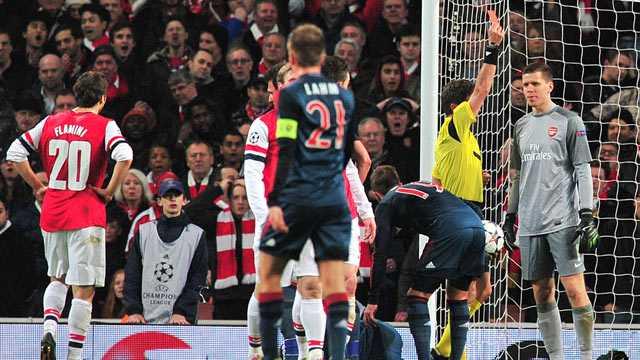 6 lan 'ngang cao dau' roi Champions League cua Arsenal hinh anh 4