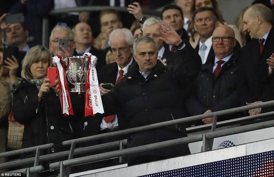 MU vo dich Cup Lien doan: Cu hich vang cho ky nguyen Mourinho hinh anh 2