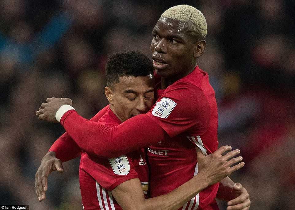 MU vo dich: Paul Pogba choi duoi suc, Ibrahimovic la 'vua chung ket' hinh anh 4