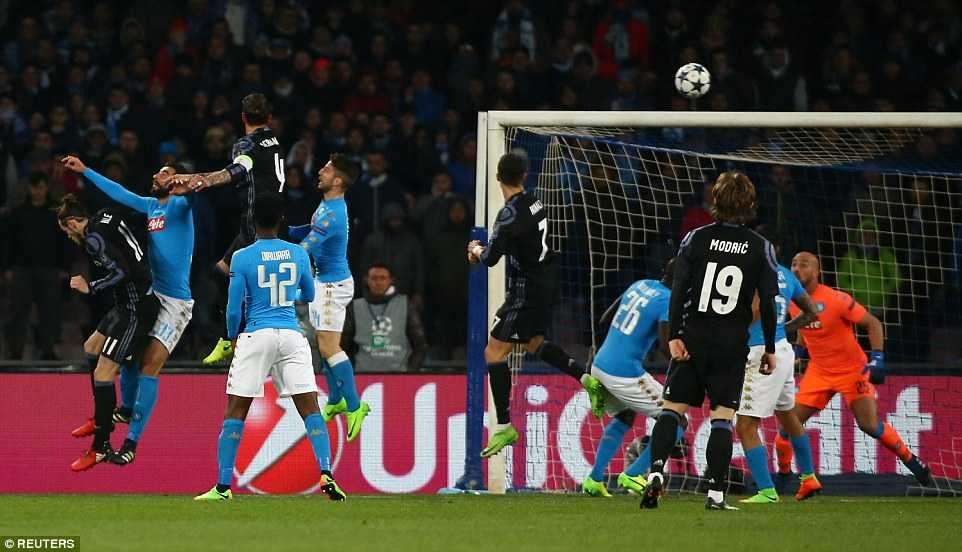 Video Napoli vs Real : Sergio Ramos va cu danh dau lam nen thuong hieu hinh anh 3