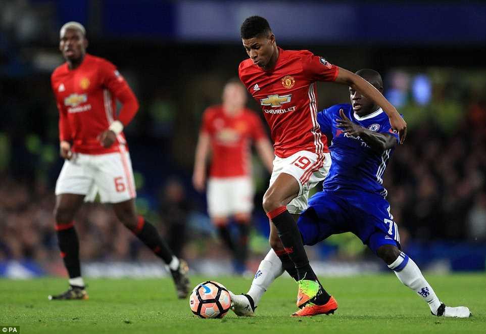 Chelsea ha guc Man Utd: Kante tren co Pogba, Herrera nhan the do den dui hinh anh 1