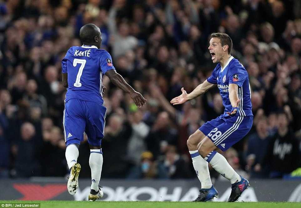 Chelsea ha guc Man Utd: Kante tren co Pogba, Herrera nhan the do den dui hinh anh 4