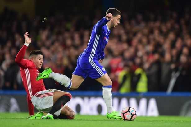 Dap thang mat Hazard, hau ve Man Utd may man thoat an phat hinh anh 1