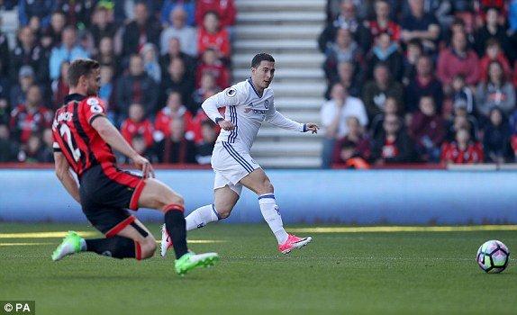 Video ket qua AFC Bournemouth vs Chelsea: Hazard toa sang, Chelsea thang de tren san khach hinh anh 2
