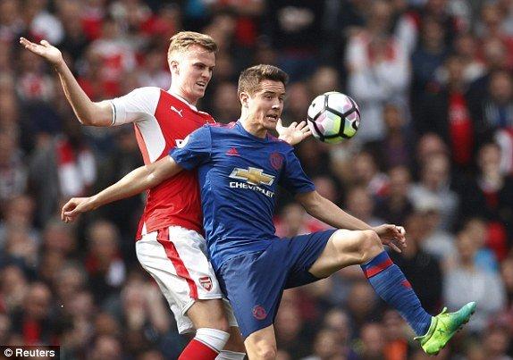 Video ket qua Arsenal vs MU: Thua trang Arsenal, MU gan het co hoi lot vao Top 4 hinh anh 1