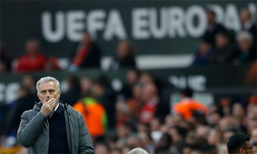 Dau an MU vs Ajax: Paul Pogba toa sang, Mourinho xuat sac 'doc vi' doi phuong hinh anh 2