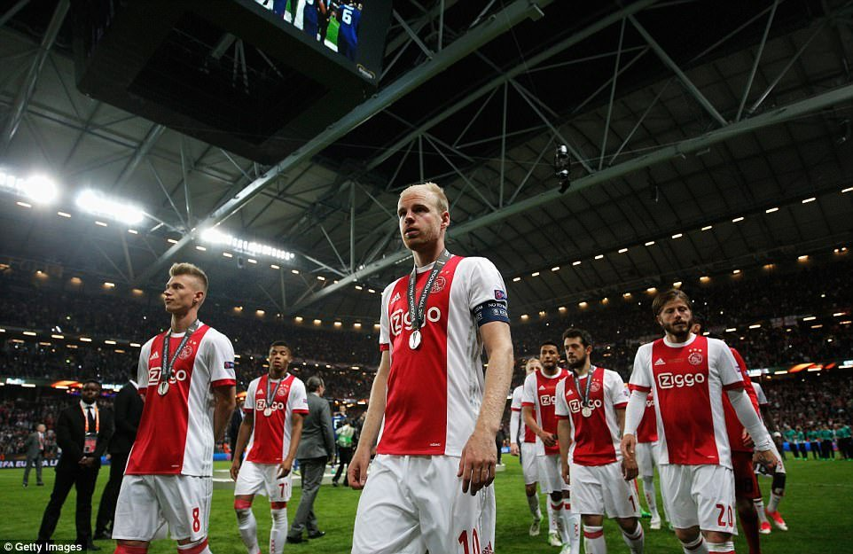 Dau an MU vs Ajax: Paul Pogba toa sang, Mourinho xuat sac 'doc vi' doi phuong hinh anh 5