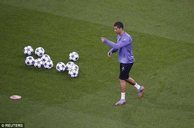 Chung ket Cup C1: Ronaldo noi duyen vo dich o san Thien nien ky hinh anh 2