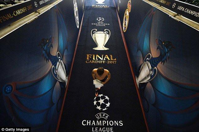 Chung ket Cup C1: Ronaldo noi duyen vo dich o san Thien nien ky hinh anh 3