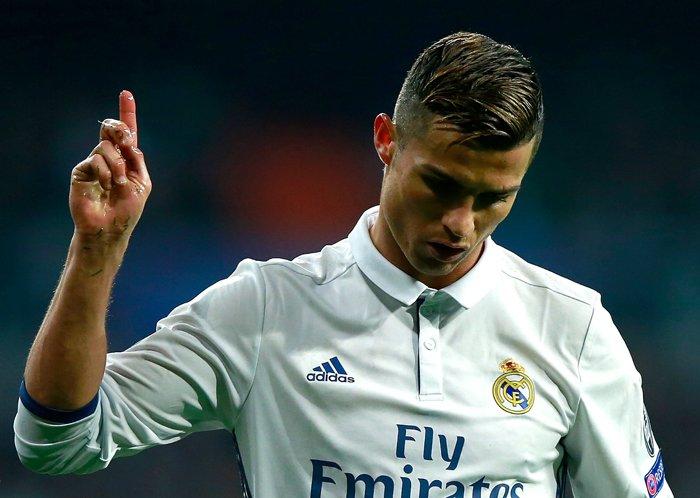 Ronaldo doi roi Real: Bon cu soan lai? hinh anh 1