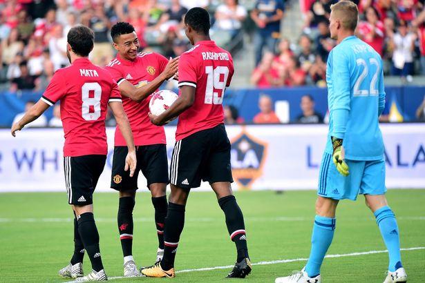 Truc tiep Everton vs MU, Link xem Ngoai hang Anh 2017 vong 22 hinh anh 6