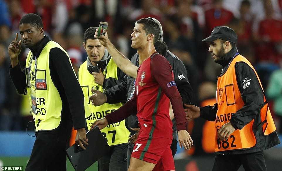 Tin tuc Euro 19/6: Da hong 11m, Ronaldo nhan trach nhiem truoc ca doi hinh anh 4
