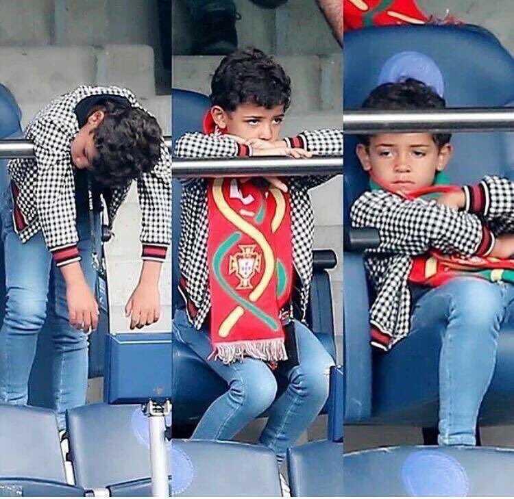 Tin tuc Euro 26/6: Mat hut tren san, Ronaldo lam con trai that vong hinh anh 1