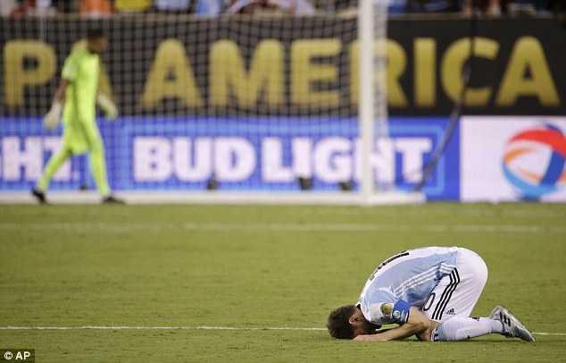 Ronaldo: That dau long thay Messi roi nuoc mat hinh anh 1