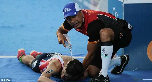 Xuc dong canh hai anh em nha vo dich Olympic diu nhau ve dich hinh anh 3