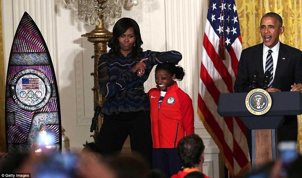 Tong thong Obama 'so tai' voi cac van dong vien the duc nghe thuat hinh anh 2