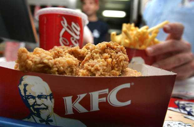 Khach hang 'chet dung' vi 'vat la' trong mieng ga KFC hinh anh 3