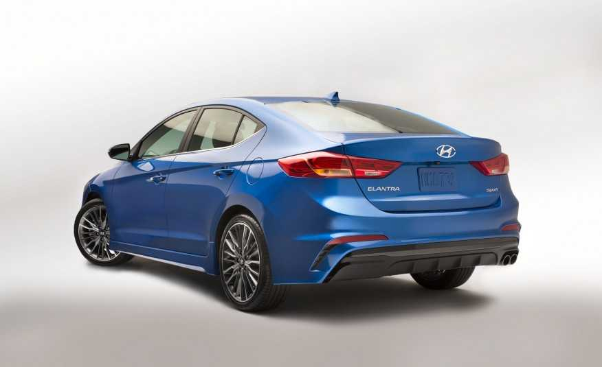 Hyundai Elantra Sport 2017 thiết kế mới để cạnh tranh với Honda Civic 3