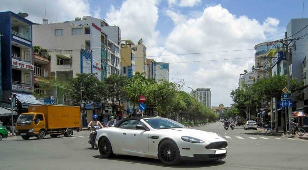 Aston Martin DB9 Volante bat ngo tai xuat tai Sai Gon hinh anh 2