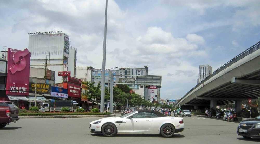 Aston Martin DB9 Volante bat ngo tai xuat tai Sai Gon hinh anh 3