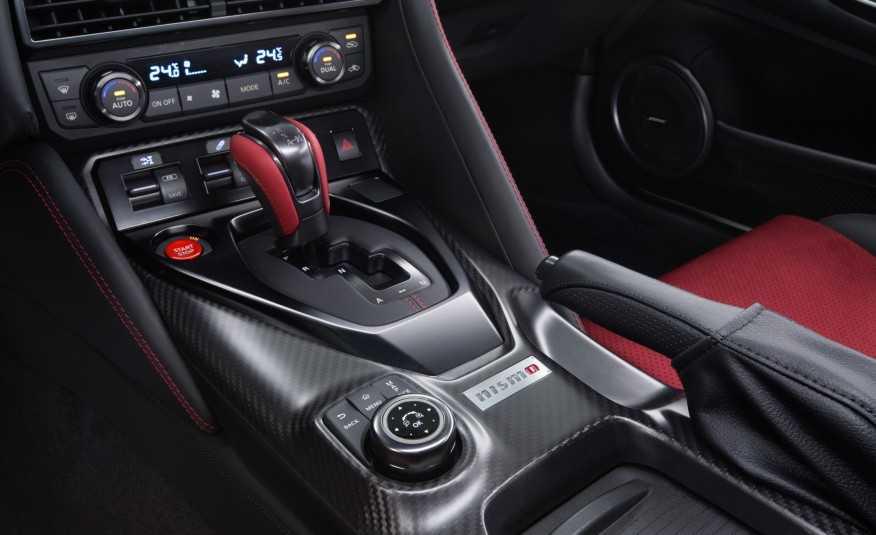 Sieu xe Nissan GT-R Nismo 2017 cong bo muc gia hinh anh 4