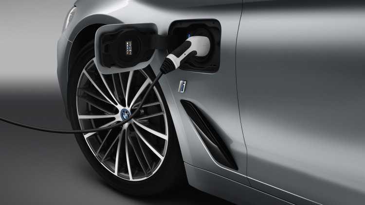 BMW 5 Series 2017: Xe dep, gia dep lam me long cong chung hinh anh 4