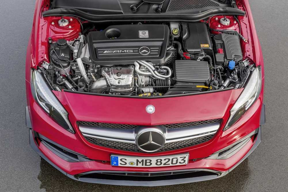 Ngam ve dep toc do cua Mercedes-AMG A45 the he moi hinh anh 3