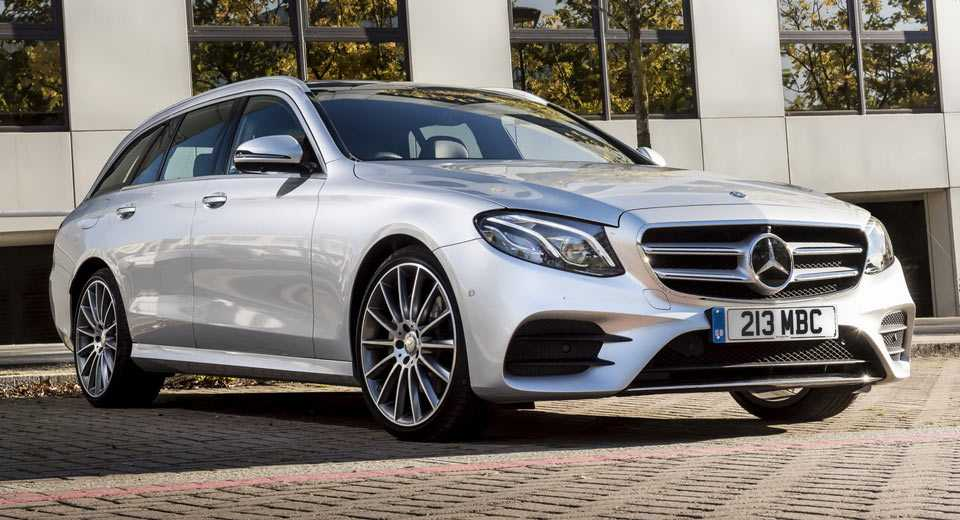 Mercedes-Benz ra mat E220d 4Matic Wagon va Sedan tai Anh hinh anh 1