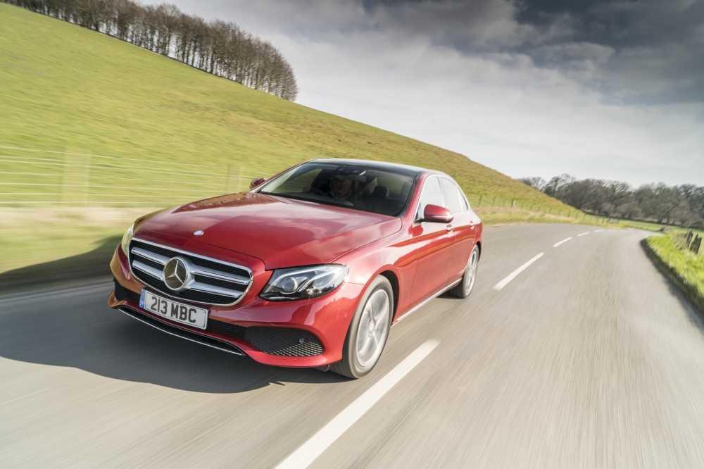 Mercedes-Benz ra mat E220d 4Matic Wagon va Sedan tai Anh hinh anh 3