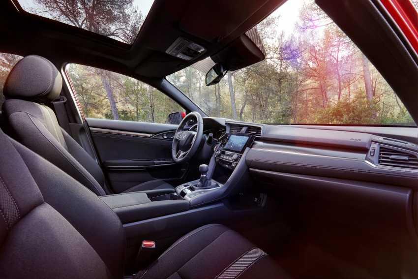 Honda Civic Hatchback 2017 gia 715 trieu dong sap ra mat hinh anh 3