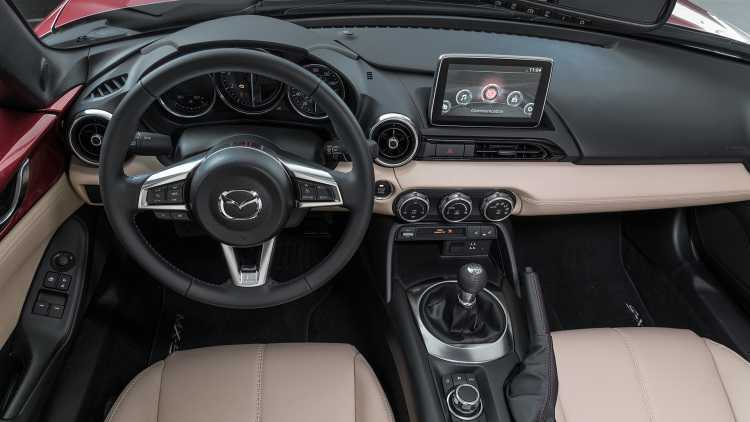 Can canh Mazda MX-5 Miata RF 2017 day chat the thao hinh anh 5