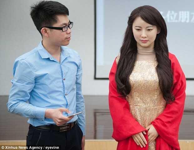 Thieu nu robot xinh nhu nguoi that o Trung Quoc hinh anh 1