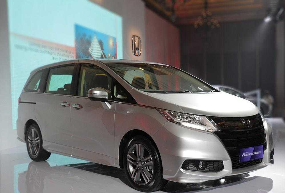 SUV 7 cho Honda Odyssey 2017 chot gia 1,22 ty dong hinh anh 1