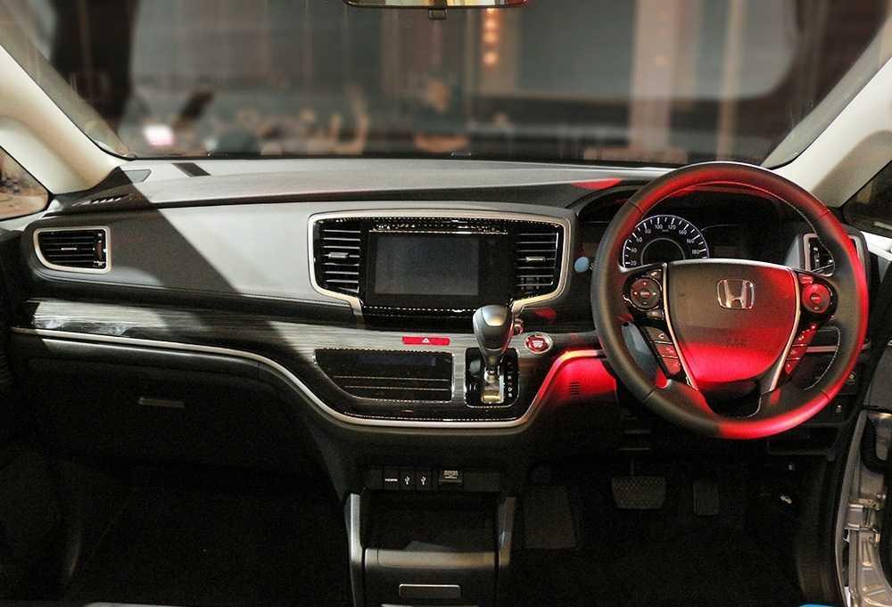 SUV 7 cho Honda Odyssey 2017 chot gia 1,22 ty dong hinh anh 3