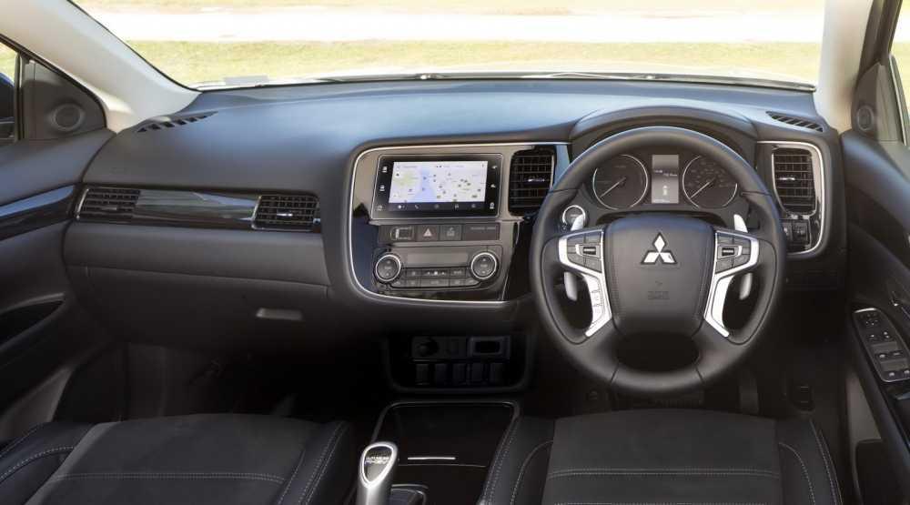Mitsubishi Outlander PHEV Juro ban nang cap day an tuong hinh anh 3