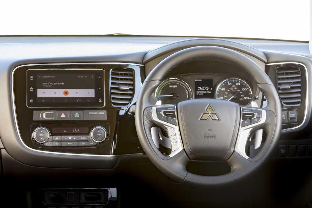 Mitsubishi Outlander PHEV Juro ban nang cap day an tuong hinh anh 4