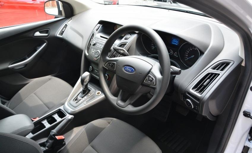 Ford Focus Trend dep nhu mo gia 621 trieu dong hinh anh 3