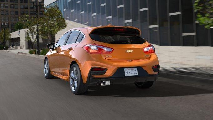 Chevrolet Cruze Hatchback 2018 phien ban diesel, gia chi tu 553 trieu dong hinh anh 1