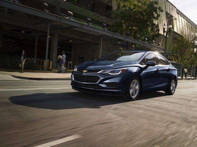Chevrolet Cruze Hatchback 2018 phien ban diesel, gia chi tu 553 trieu dong hinh anh 2
