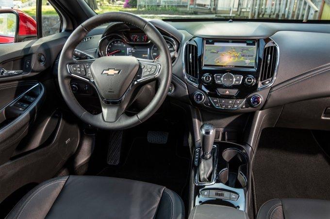 Chevrolet Cruze Hatchback 2018 phien ban diesel, gia chi tu 553 trieu dong hinh anh 3