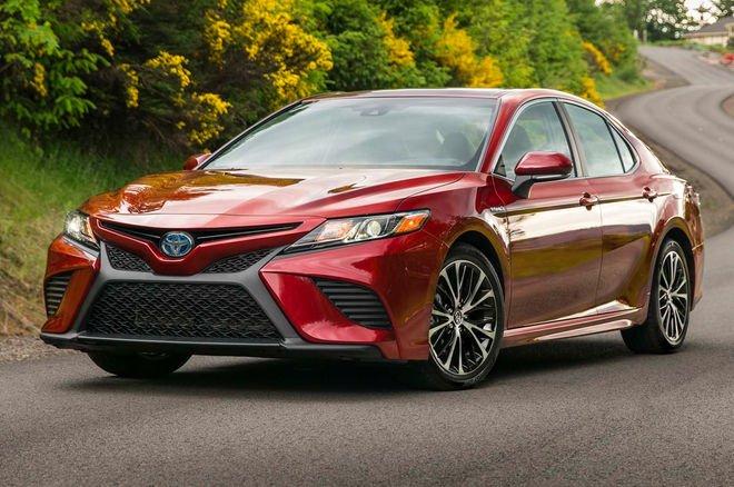 Toyota Camry 2018 'lot xac' day ngoan muc, gia chi tu 530 trieu dong hinh anh 1
