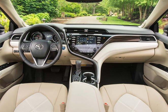 Toyota Camry 2018 'lot xac' day ngoan muc, gia chi tu 530 trieu dong hinh anh 2