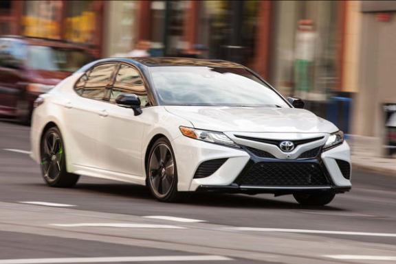 Toyota Camry 2018 'lot xac' day ngoan muc, gia chi tu 530 trieu dong hinh anh 3