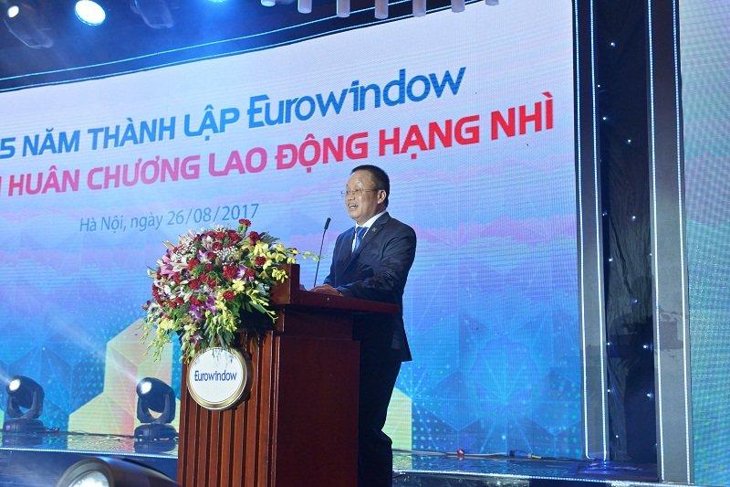 Eurowindow don nhan Huan chuong Lao dong hang Nhi hinh anh 1