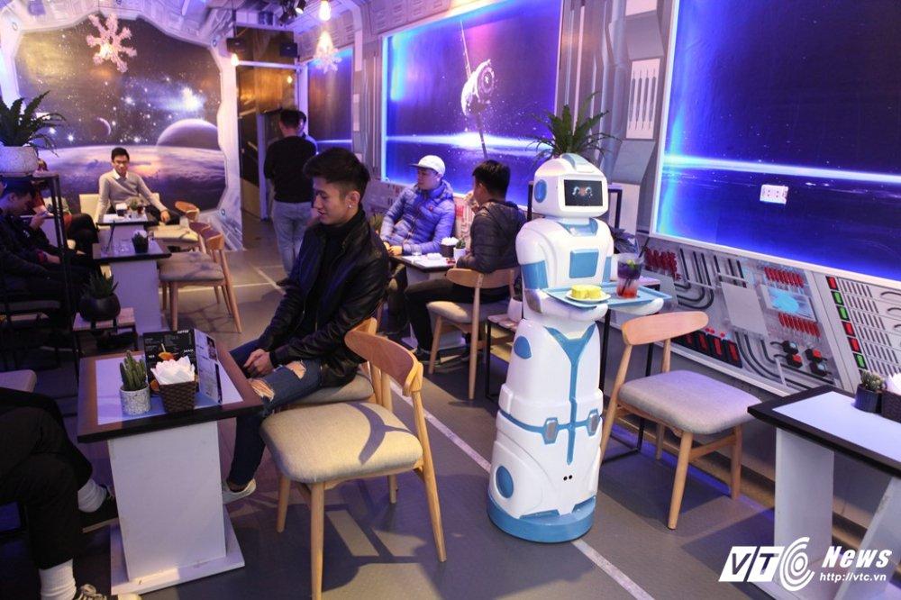 Nang robot gia 200 trieu dong lam nhan vien bung be cafe o Ha Noi hinh anh 3