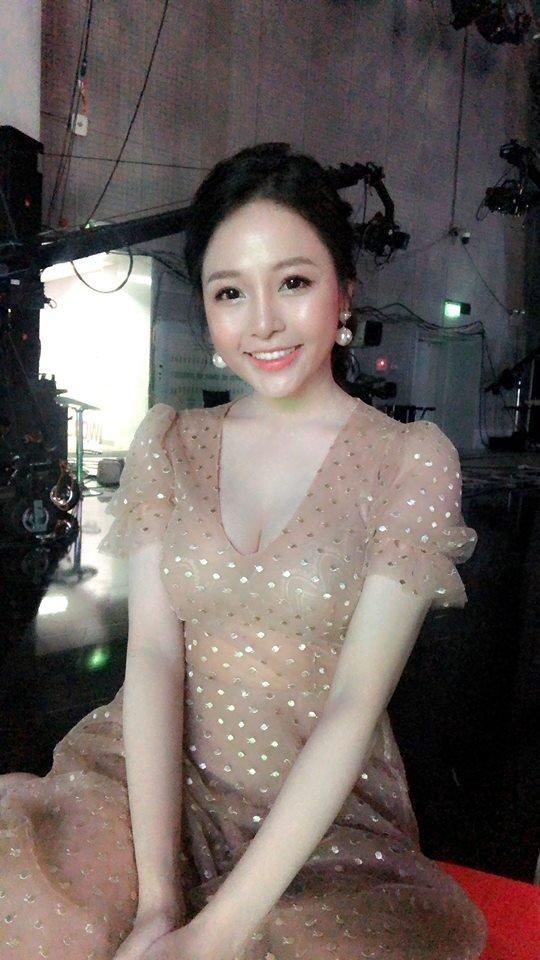 Dep ngay ngat, hot girl Tram Anh 'Nong cung World Cup' gay sot tren VTV hinh anh 1